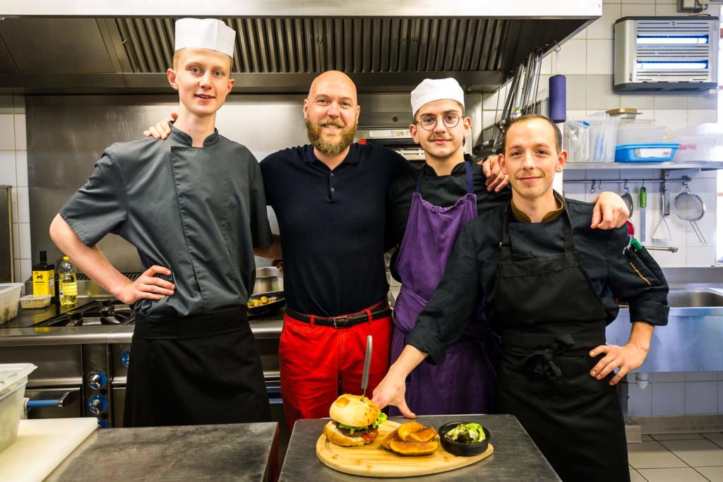 Photos portraits professionnels de l'équipe du restaurant à Vers 74 de l'Auberge de la fruitière - Photographe corporate Haute-Savoie